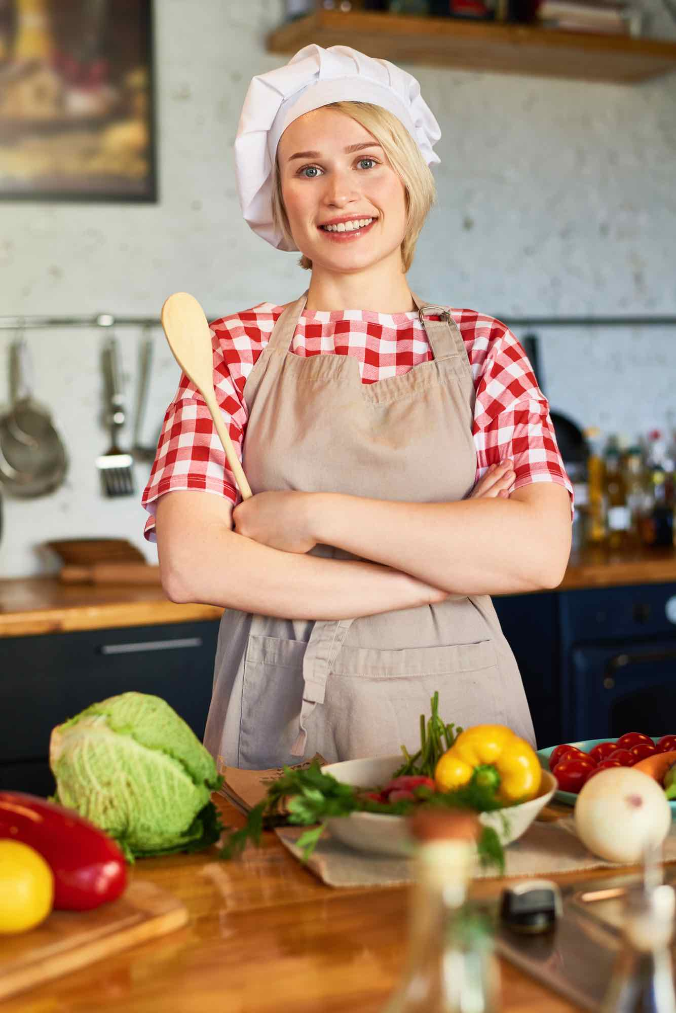 pretty-young-housewife-in-chefs-hat-4QA8D2T.jpg